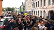 """Fridays for Future""-Demonstranten in Schwerin © NDR Foto: Inga Behnsen"