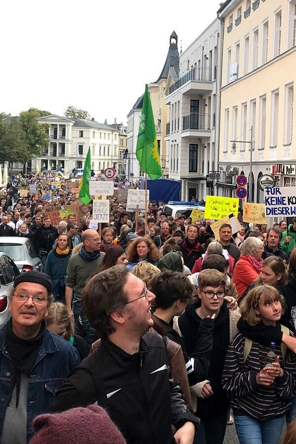 Tausende demonstrieren in MV für mehr Klimaschutz