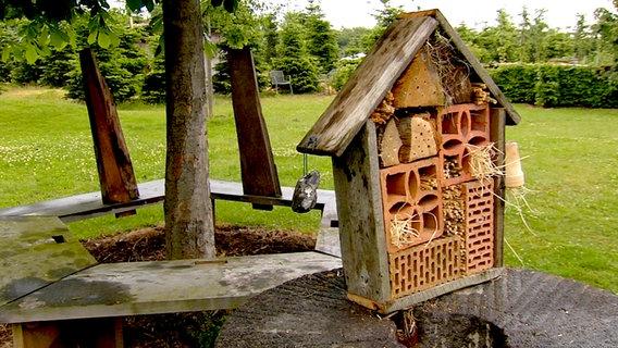 anleitung so bauen sie ein insektenhotel. Black Bedroom Furniture Sets. Home Design Ideas