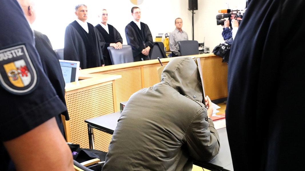 Leonie-Prozess: Angeklagter Stiefvater sagt aus