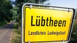 Straßenschild von Lübtheen (Mecklenburg-Vorpommern) © picture-alliance/ ZB