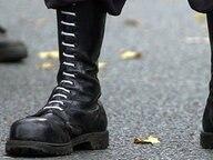 Stiefel eines Rechtsextremisten © picture-alliance / dpa