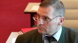 NPD-Politiker Udo Pastörs sitzt im Schweriner Landtag © dpa