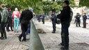 Die Polizei trennt die beiden Seiten der Demonstrationen mit Absperrgittern. © NDR Fotograf: Isabel Lerch