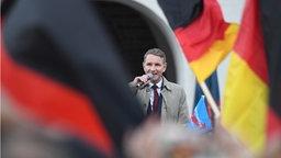 AfD-Politiker Björn höcke spricht in Rostock. © Ralf Hirschberger/dpa Foto: Ralf Hirschberger