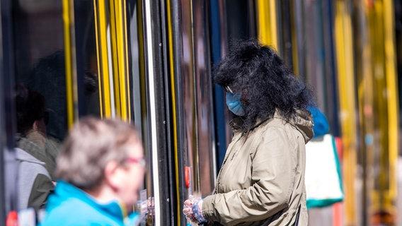 Corona Ohne Maske Drohen 25 Euro Bussgeld In Mv Ndr De Nachrichten Mecklenburg Vorpommern