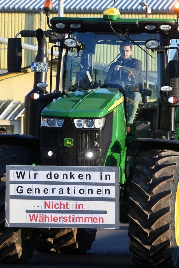 Protest der Landwirte mit Traktor-Konvois