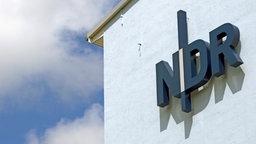 Logo des Norddeutschen Rundfunks © dpa Foto: Arno Burgi