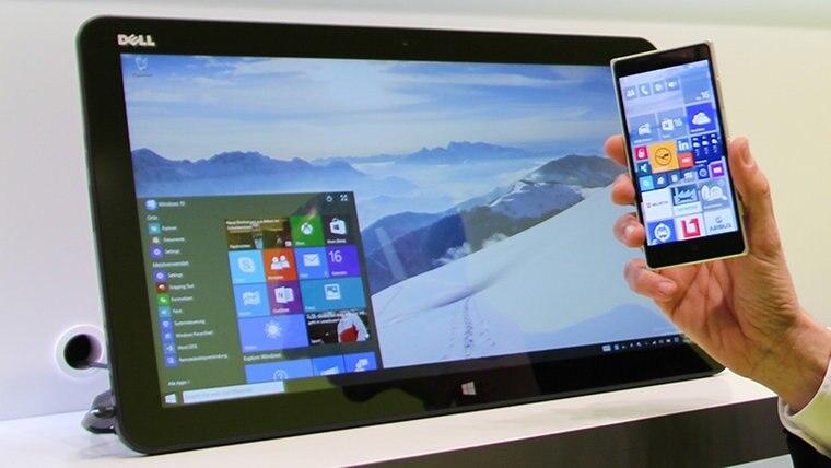 Windows 10 auf einem Desktop-Rechner und auf einem Smartphone. © NDR Foto: Oliver Strunk