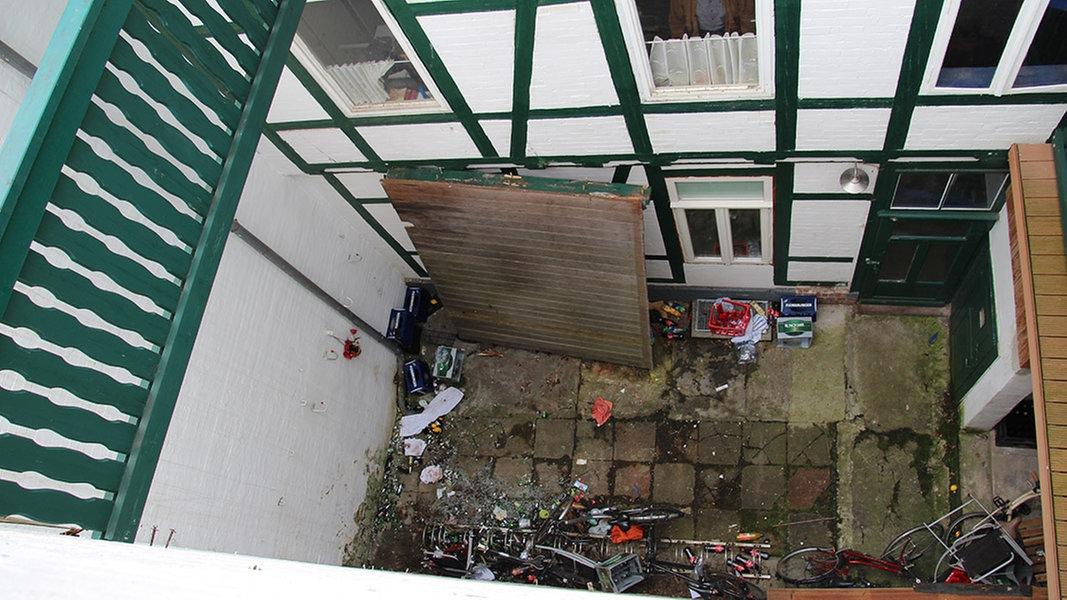 wolfenb ttel morsches holz am balkon nachrichten niedersachsen braunschweig. Black Bedroom Furniture Sets. Home Design Ideas