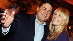 SPD-Chef Sigmar Gabriel und seine Ehefrau Anke. © dpa Foto: Frank May
