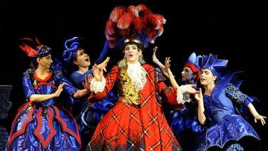 Markéta Cukrová als Dardano wird von Geistern umzingelt in der Händel-Oper