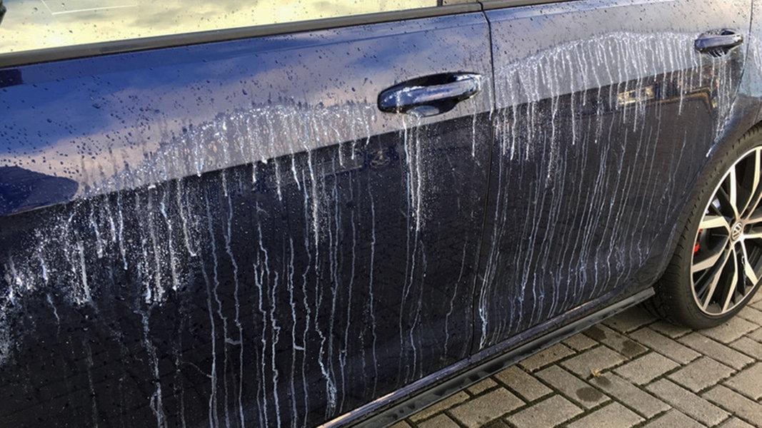 Wolfsburg: Wieder Autos mit Klebstoff beschmiert