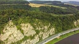 """An der B 83 befindet sich im Abschnitt """"Steinmühle"""" eine Steilböschung mit rund 1,5 km Länge. © Carsten Drewes Fotograf: Carsten Drewes"""