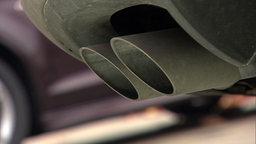 Der Abgas eines Autos. © NDR