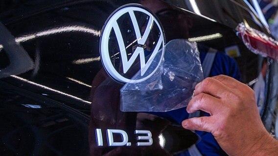 VW steckt 60 Mrd. Euro in E-Autos und Digitalisierung