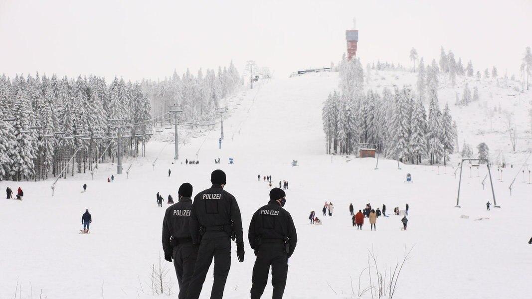 Schneegebiete in Niedersachsen: Volle Parkplätze, kein Chaos