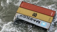 Demolierte Container treiben in der Nordsee. © Nlcg-Phcgn/Netherlands Coast Guard Foto: Nlcg-Phcgn/Netherlands Coast Guard
