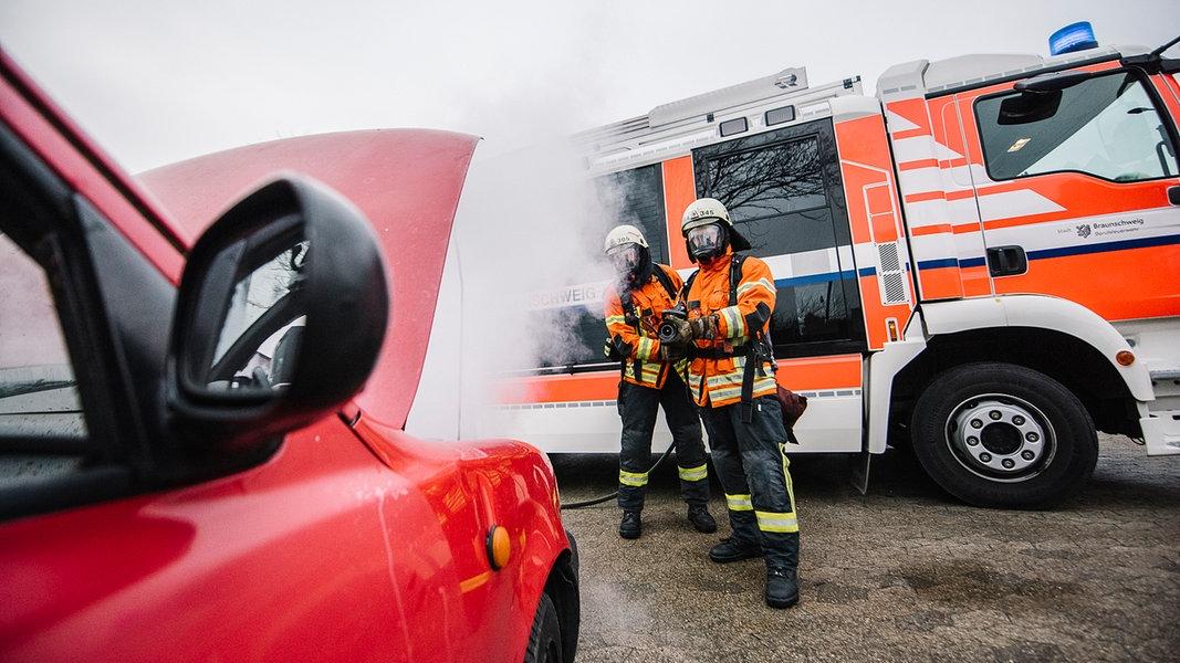Viele Unfälle auf der A2 belasten Feuerwehren