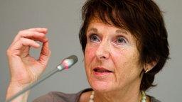Maria Krautzberger, Präsidentin des Umweltbundesamts, bei einer Pressekonferenz in Berlin am 30. Juli 2014 © dpa Bildfunk Fotograf: Daniel Bockwoldt