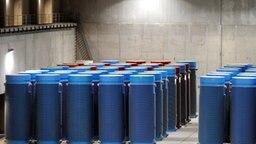 Atommüll-Behälter stehen im Zwischenlager Gorleben © dpa Foto: Kay Nietfeld