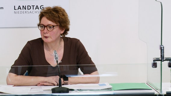 Health Minister Daniela Behrens (SPD) speaks at a press conference.  © NDR