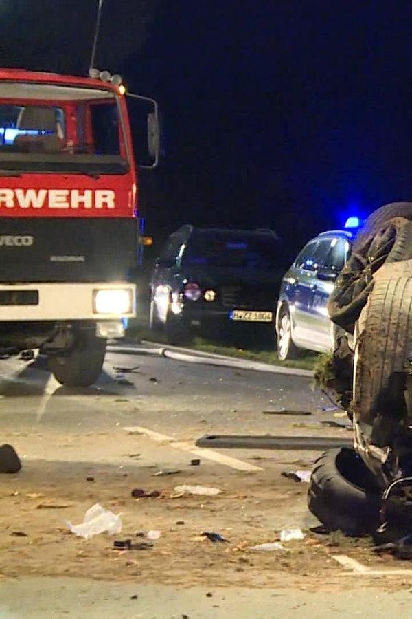 Auto fährt bei Springe gegen Baum: Beifahrer tot - NDR.de