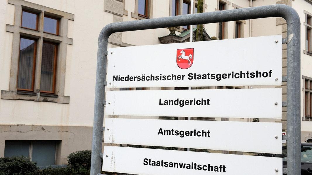 Unterrichtungspflicht des Landtags: Gerichtshof prüft Klage
