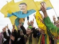 Kurden demonstrieren in Düsseldorf. Rund 30 000 Kurden wollen anlässlich des Neujahrsfests Newroz in Hannover demonstrieren. © dpa-Bildfunk Fotograf: Federico Gambarini
