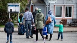 Syrische Flüchtlinge kommen in das Grenzdurchgangslager Friedland im Landkreis Göttingen. © dpa - Bildfunk Fotograf: Swen Pförtner