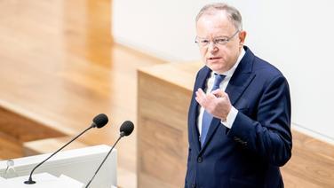 Ministerpräsident Stephan Weil (SPD) gibt im Landtag eine Regierungserklärung ab. | dpa-Bildfunk