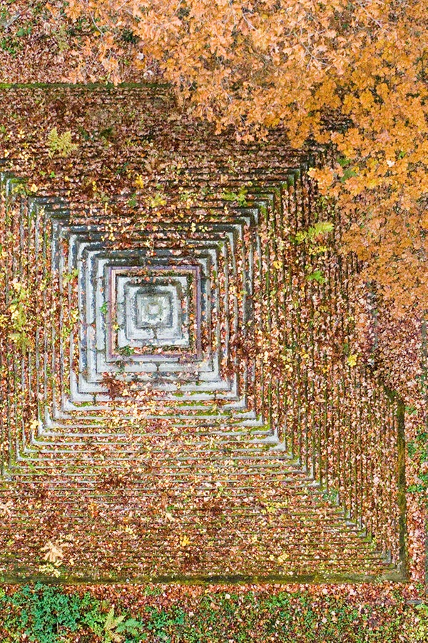 Ein Grabmal im Wald: Die Pyramide von Holle