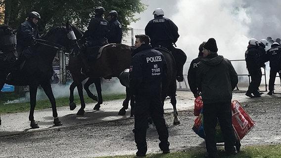 Durchsuchungen nach Fan-Attacke auf Polizisten