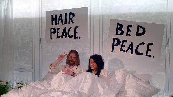 """""""John Lennon"""" und """"Yoko Ono"""" beim Opernball 2011. © NDR Online Fotograf: Angela Hübsch"""
