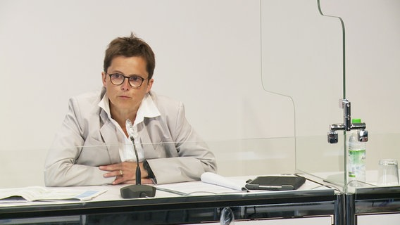 Government spokeswoman Anke Pörksen at the state press conference of the Lower Saxony Corona crisis team.  © NDR