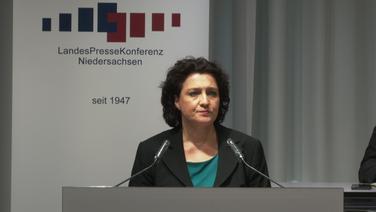 Gesundheitsministerin Carola Reimann (SPD) spricht bei der Landespressekonferenz.