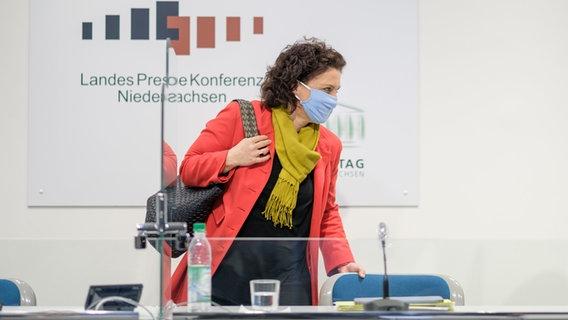 Carola Reimann (SPD) während der Corona-Landespressekonferenz im Landtag. © dpa-Bildfunk Foto: Ole Spata
