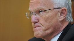 Jürgen Rüttgers (CDU) kneift die Lippen aufeinander. © dpa-Bildfunk Fotograf: Jochen Lübke
