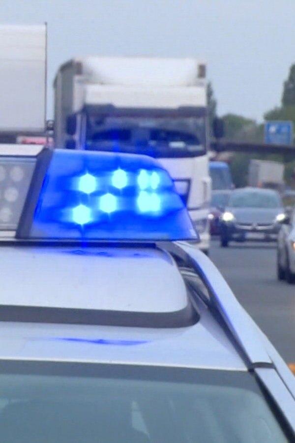 A7: Fahrzeuge prallen gegen verlorenen Reifen