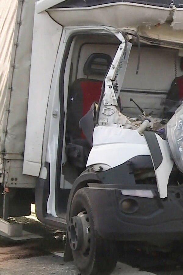 A2: Fahrer bei Lkw-Unfall schwer verletzt
