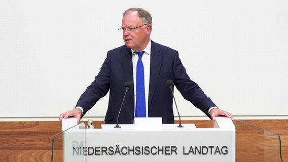 Stephan Weil (SPD) spricht im Landtag © NDR
