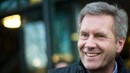 Ex-Bundespräsident Christian Wulff in der HDI-Arena Hannover. © dpa Bildfunk Foto: Julian Stratenschulte