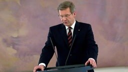 Christian Wulff (CDU) bei einer Erklärung im Schloss Bellevue. © dpa Foto: Michael Kappeler
