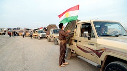 Peschmerga-Kämpfer auf dem Weg nach Kobane (Syrien) an der türkisch-irakischen Grenze © dpa Bildfunk Fotograf: Str