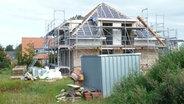 Im Bau befindliches Haus. © NDR Foto: Dirk Drazewski