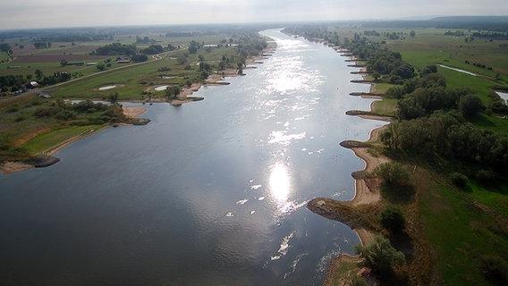 Die Elbe von oben  Foto: Hannes Giersberg