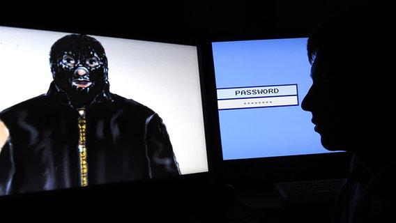 Ein Schattenriss vor einem Computerbildschirm mit einer fiktiven Eingabemaske für ein Passwort sowie eine Phantombildzeichnung des sogenannten