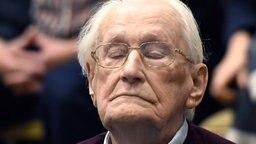 Der Angeklagte Oskar Gröning bei der Urteilsverkündung im Lüneburger Auschwitz-Prozess. © dpa-Bildufnk Foto: Tobias Schwarz
