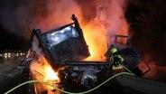 Lkw-Brand bei Lüneburg: Verkehr rollt wieder