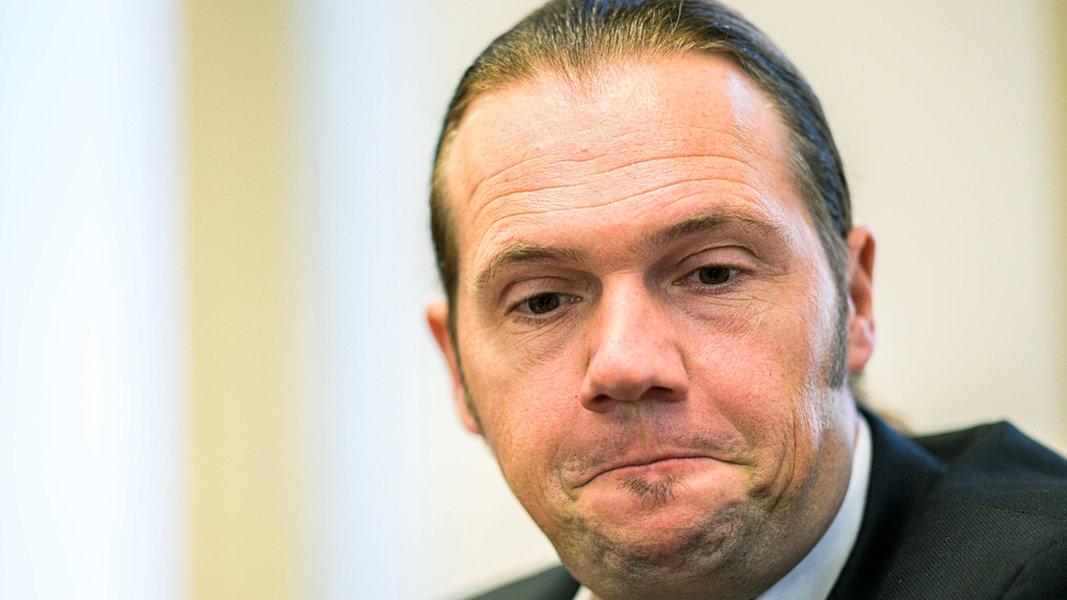 Chat-Affäre: Jochen Beekhuis im Abstiegskampf